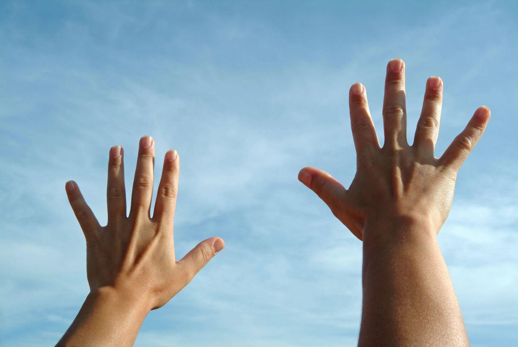 hands-sky